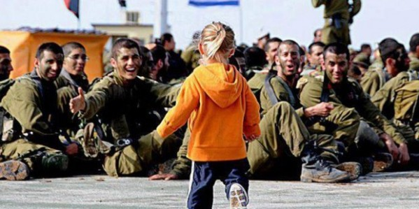 Little-girl-with-Israeli-soldiers-620x310